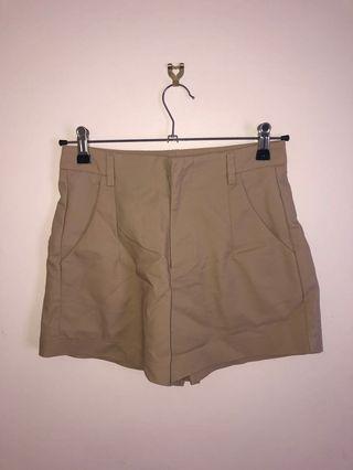 Sz 8 highwaisted shorts