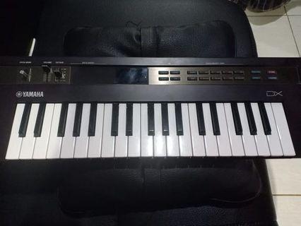 Keyboard Yamaha Reface DX