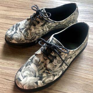 Dr. Martens 馬汀大夫鞋 黑白印花限定款 輕厚底牛津鞋 馬丁鞋/英倫風/George Cox風
