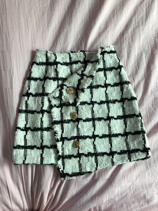 Thick material skirt