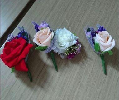 每個$4 (全部$15)絲花襟花 、手帶、結婚物資,新娘 新郎 姊妹 絲花 Wedding