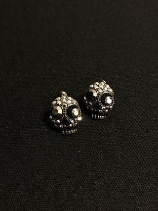 Black skull head earrings 水晶骷髏頭耳環