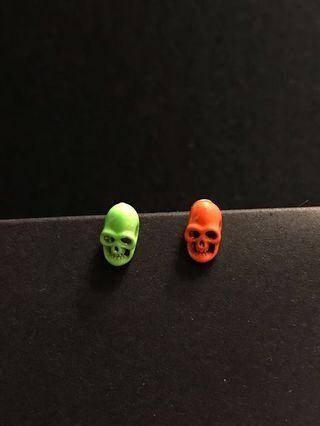 Neon green and orange skull earrings 骷髏頭迷你耳環