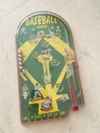 Pinball game traditional / vintage