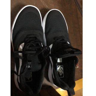 VANS範斯 球鞋 保證正品 香港帶回 因為女朋友買錯尺寸我穿不下.. 盜版支持退貨