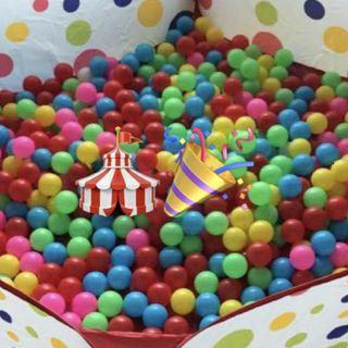 1000 Plastic balls for ball pits and play pens.