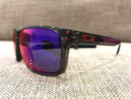 Oakley™️ HOLBROOK Asian Fit Custom (Smoke Grey/Positive Red Iridium)