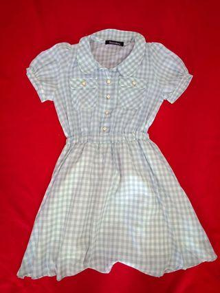 🚚 Woman  checkered light blue dress