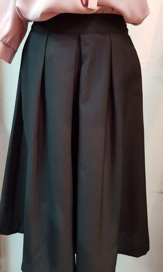 🚚 八分長後鬆緊腰褲裙 黑色