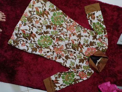 Batik blouse coklat
