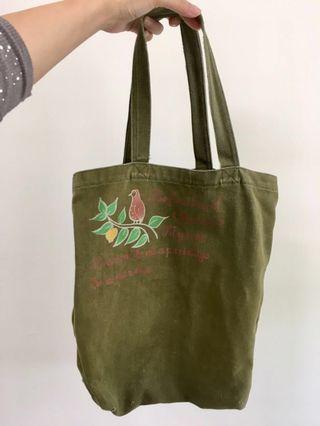 🚚 [贈]軍綠色 橄欖綠 小鳥圖樣 側背包 帆布包 帆布袋 購物袋 可A4