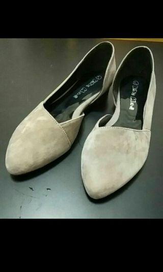 🚚 絨面尖頭包鞋