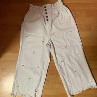 🚚 faux pearl embellished white frayed jeans