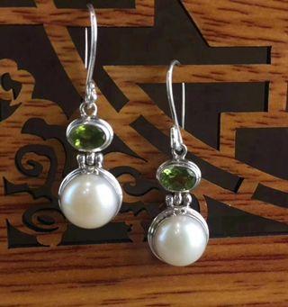 橄欖石馬貝珠耳環