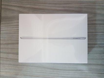 Apple iPad Latest 6th Gen 128GB - Wifi Silver