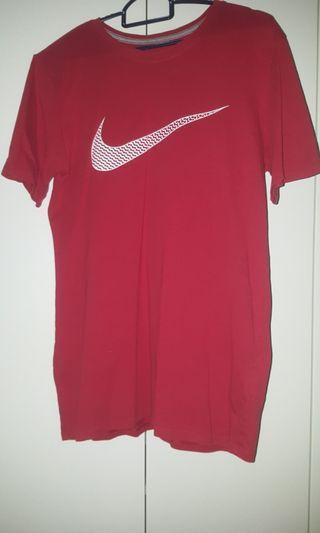 🚚 Nike T-shirt
