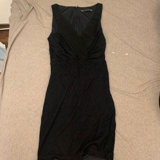 V領貼身胸前透膚小禮服