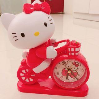 Kitty時鐘 也有鬧鐘功能 吃電池的