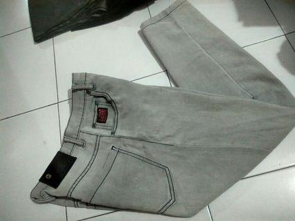 Celana Jeans Abu Muda Uk.30