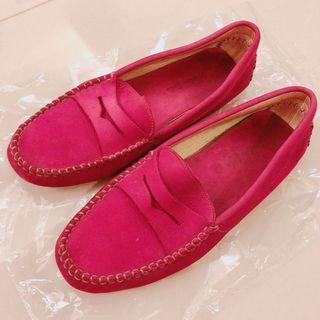 London Sole桃紅色麂皮豆豆鞋 適合26公分的腳