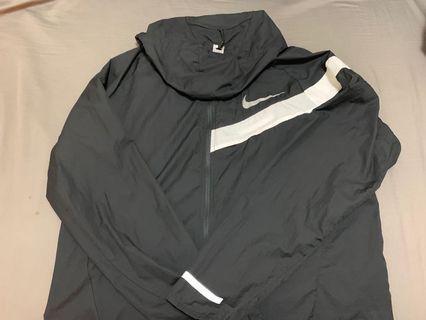 Nike 跑步輕薄外套