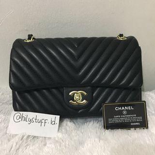 Chanel Classic Flap Bag 1x pakai lil defect ga keliatan klu dipakai