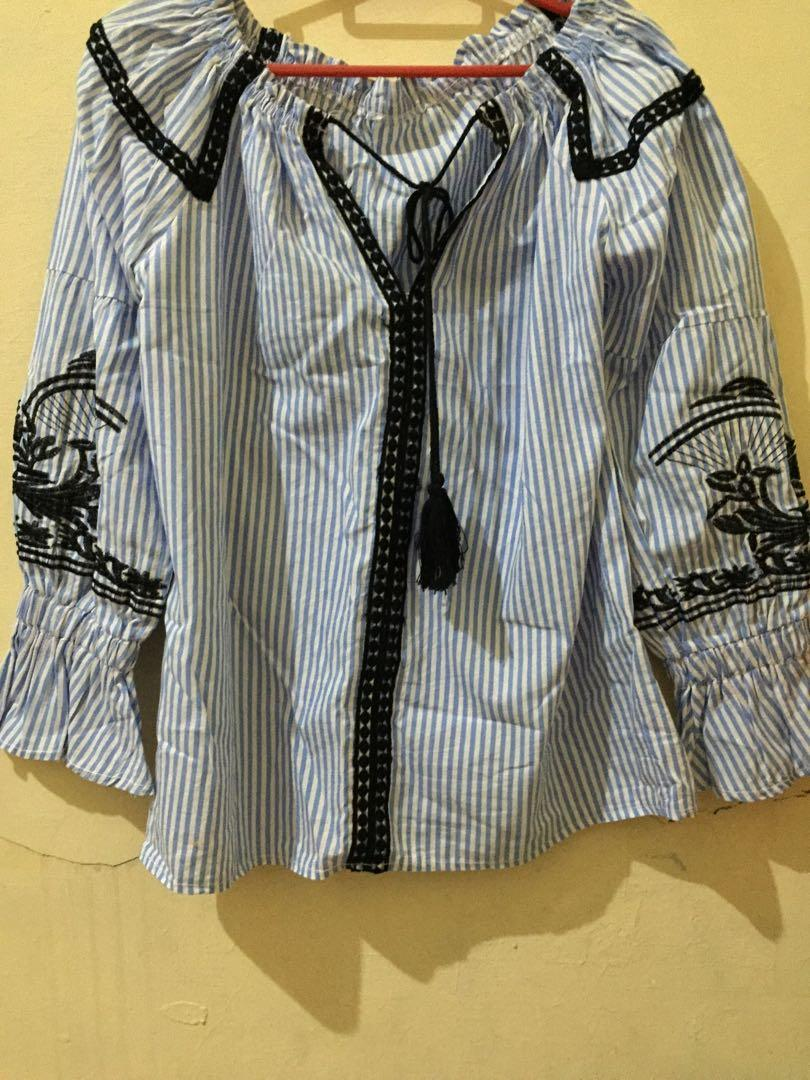 blouse garis biru putih