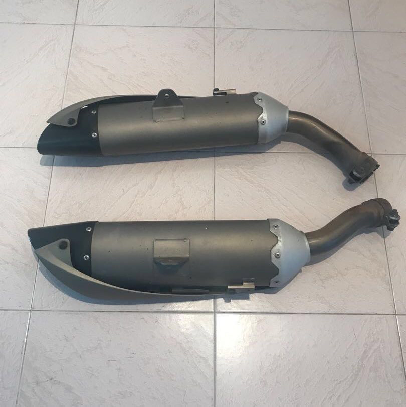 YZF R1 04-06 stock exhaust, Motorbikes, Motorbike Accessories on