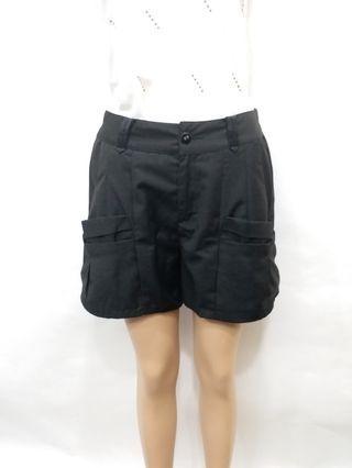 T-parts 專櫃 黑色瘦腿短褲 顯瘦短褲 M~L可穿