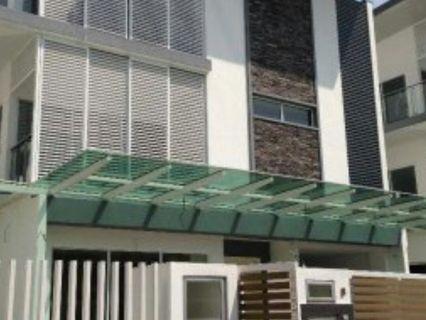 The Effingham Bandar Utama