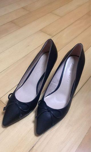 黑色高跟鞋 👠 black high heels