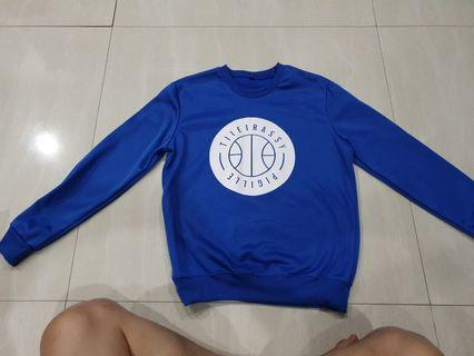 Sweater warna biru