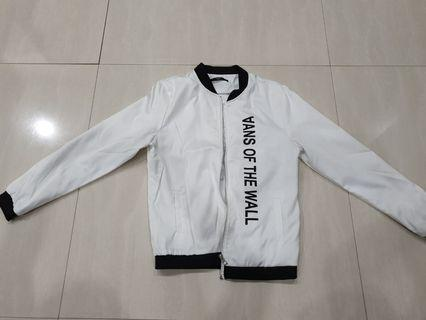 Jacket simple warna putih