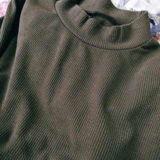 Tuttle neck knitted