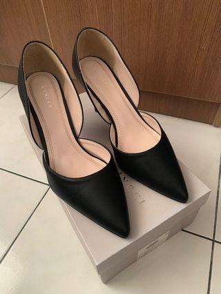 Vincci Black Heels