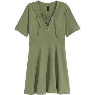 🚚 H&M lace up dress