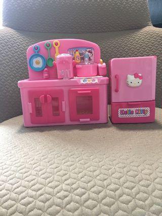 🚚 Hello Kitty kitchen set