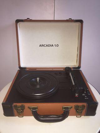 Arcadia 1.0 portable turntable/vinyl player in brown