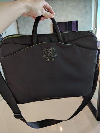 🚚 crumpler laptop bag