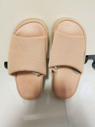 🚚 Indoor sandal