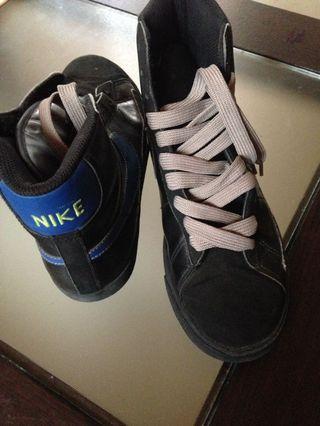 Original nike shoes unisex size 6