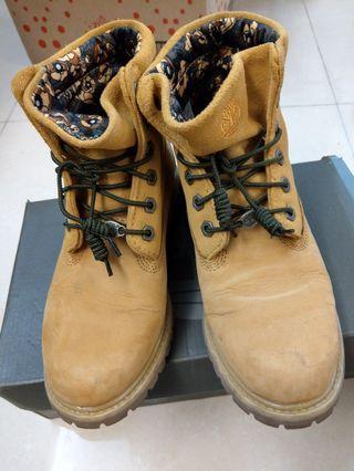 Timberland 經典款休閒鞋