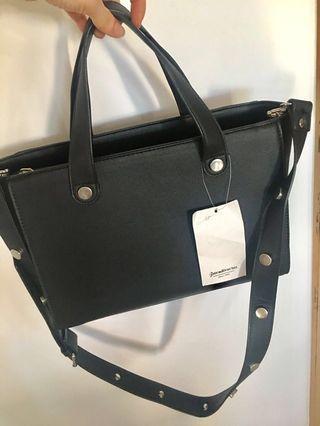 BNWT simple and sleek Stradivarius bag