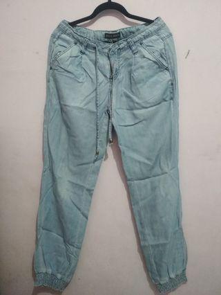 Only Jeans Warna Biru Muda