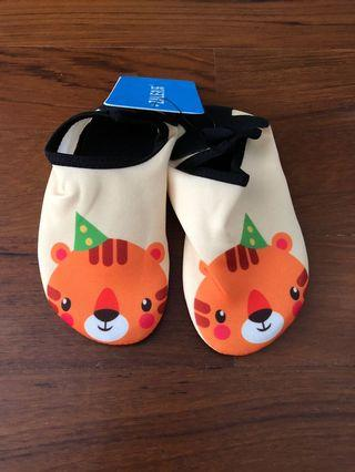 Baby toddler yelloe tiger aqua shoes size 24/25