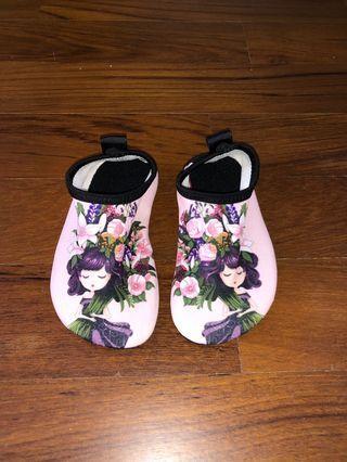 Baby toddler pink sweet girl aqua shoes size 24/25