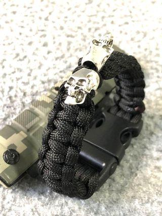 Paracord Tactical Bracelet In Black With💀Skeleton Skull💀  🔥NEW IN STOCK🔥 🔥FREE POSTAGE 🔥 🔥HANDMADE IN SG 🇸🇬🔥