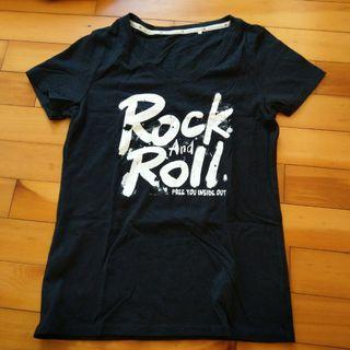 🚚 Rock and Roll 黑色V領 T-shirt