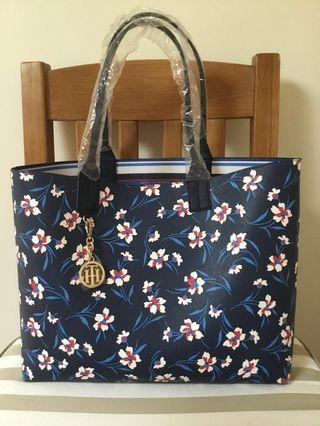 AUTHENTIC TOMMY HILFIGER REVERSIBLE TOTE BNEW