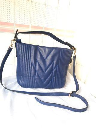 🚚 Perllini & Mel sling bag